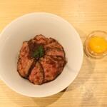 HAPPY HILL - ローストビーフ丼