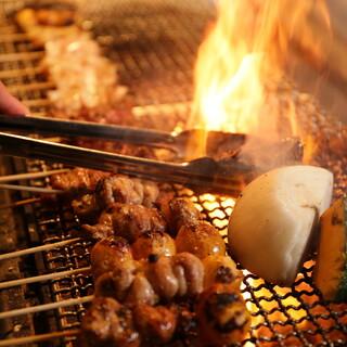 炭火で豪快に焼き上げた自慢の焼鶏!