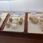 ドラゴーネ - 右端のキャラメル味のパンも美味!