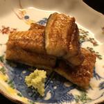 134076408 - 佐賀産の天然鰻。じっくりと炭で炙って皮目がパリッパリ