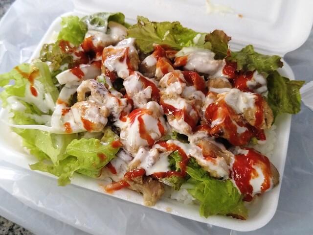 大門 神鶏の料理の写真