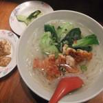 リトルアジア - ベトナム風揚げ鶏の汁フォー