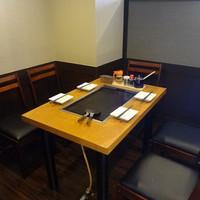 灼楽 - 人気の半個室テーブル席