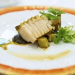134083020 - 【季節の料理】福井より 黒鮑のロースト、鮑の肝とネッビオーロのピュレア、バジリコ風味