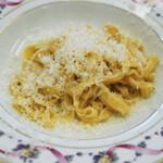 134083045 - 【パスタ料理】手打ちのパスタ ごくシンプルなブッロ・エ・パルミジャーノ和え