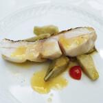 134083051 - 【イタリア料理】愛媛宇和島より脂の乗った白甘鯛の紀州備長炭火焼き イタリア産カルチョーフィのブラッザート添え