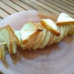 フランセスキッチン - ハッセルバックポテトと焼きカマンベールチーズ。