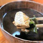海鮮 お食事処 大橋 - 赤出汁(鯛のアラ)