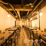 肉×魚×日本酒 照 - 落ち着いた雰囲気の中で気の合う仲間と楽しいひと時が過ごせる