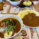 スープカレー トムトムキキル - ポークのスープカレー(ルートッピング)
