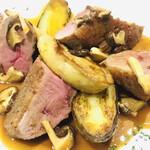 ビストロ キャトルズ - 鴨肉とフォアグラのロティ~ポルト酒のソース