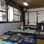 桜井うどん - 色紙の壁