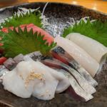 134099487 - 『5点盛り お刺身定食DX 白飯で』 1,430円(税込)