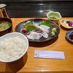 鮮魚・お食事処 山正 - 『5点盛り お刺身定食DX 白飯で』 1,430円(税込)