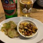 水餃子と胡椒シュウマイの二兎 - 青島ビールとお通し