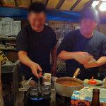 喜柳 - 天神中心部エリアにあり、大丸デパート前に立つ屋台。豚骨ラーメンや屋台名物の焼きラーメンをはじめ、居酒屋・創作メニュー豊富なお店。