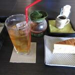 指月茶寮 - マリアージュフレールの紅茶のケーキセット 756円 (2020.7)