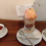 コンマ コーヒー - もものパフェ