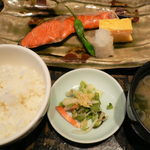 ゆばの里 真慈庵 - 本日のメイン の 焼き紅鮭