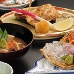 まほろば - 料理写真:金沢郷土料理の治部煮やノド黒の塩焼きなど(百万石会席)