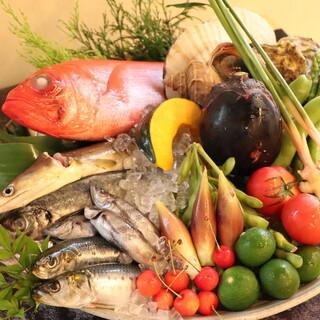 旬の食材を使った創作料理の数々
