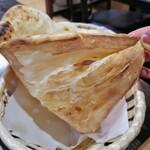 インドレストラン バーワルチー - ナン裏は 芳ばしく乾いているのが◎