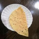インドレストラン バーワルチー - パパド パリパリ♪音の食べ物 ポテチより軽くてパリッパリ