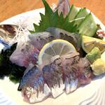 活魚水産 - アジ刺し。