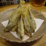 うどんとお酒 土麦 - も〜何匹いるんでしょ!稚鮎の天ぷら