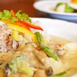 デ・ラ・ナチュール - 激辛チキンと野菜のグリーンカレー