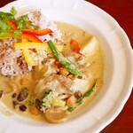 デ・ラ・ナチュール - 激辛チキンと野菜のグリーンカレー ¥1,100