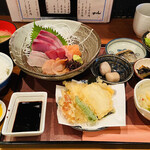 みかん - お刺身定食は小鉢がいっぱい♡