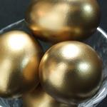鉄板酒場 焼酎ミュージアム - 【金卵】 養鶏場から直接仕入れてます。 金卵の燻製です。食べたら運が上がるかも~?