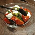 フォカッチェリア ラ ブリアンツァ - トマトのサラダです
