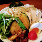 ヌードル 麺和 - 全部のせの野菜の素揚げ これンマい!また別トッピングのフランス産フォアグラ これ非常に美味!