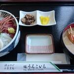 134164536 - ちらし丼。鰹の煮物、お新香、カニ汁付き。