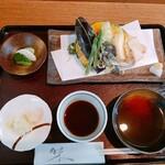 味ごよみ - 最初に天ぷらとセットがでてきます