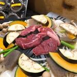 134174853 - ジンギスカン もも肉を焼き焼き〜