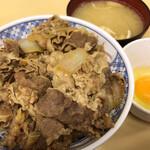 牛丼専門サンボ - サンボ(牛丼大盛みそ汁玉子)