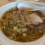 茶楽 - 料理写真:醤油と塩のハーフラーメン