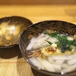 祇園 にし - お椀は白ずいきの吉野くず、香ばしく焼いた鮎。