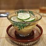 祇園 にし - 冷やし稲庭うどん。これは追加料金でしたが、とても美味しかった!