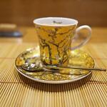 祇園 にし - 最後のコーヒーカップは女将がお客にあわせて。私には似つかわしくないが品格あるカップ(^^♪