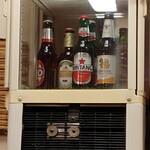 アジア金星堂 - ビールはセルフで飲んで王冠を会計時レジへ!