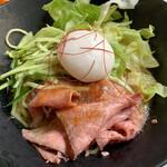 チャイナボイジャー - ローストビーフとエッグの冷やし麺