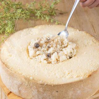 チーズの器で仕上げるリゾット