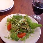 1342054 - サラダと赤ワイン
