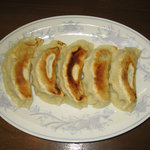 東池 おはこ 大勝軒 - 自家製餃子。皮のモチモチした触感、深みのある餡、ひとつひとつが大ボリュームの餃子です。