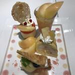 タカノフルーツパーラー - 桃のプレートデザート1760円。パイ、アイスケーキ、ゼリーグラス、ピーチケーキ。色々な味わいが楽しめ、とーっても満足です(╹◡╹)(╹◡╹)
