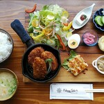 Mahana Table
